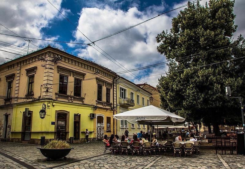 Clujul, oraşul unde românii vor să se mute! Cât costă să-ţi iei casă şi să închiriezi un birou