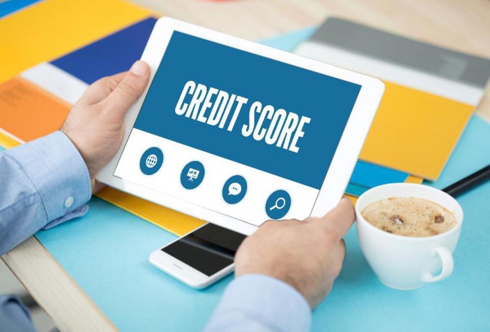 Ai grija la cele doua elemente: Scorul FICO si Biroul de Credit