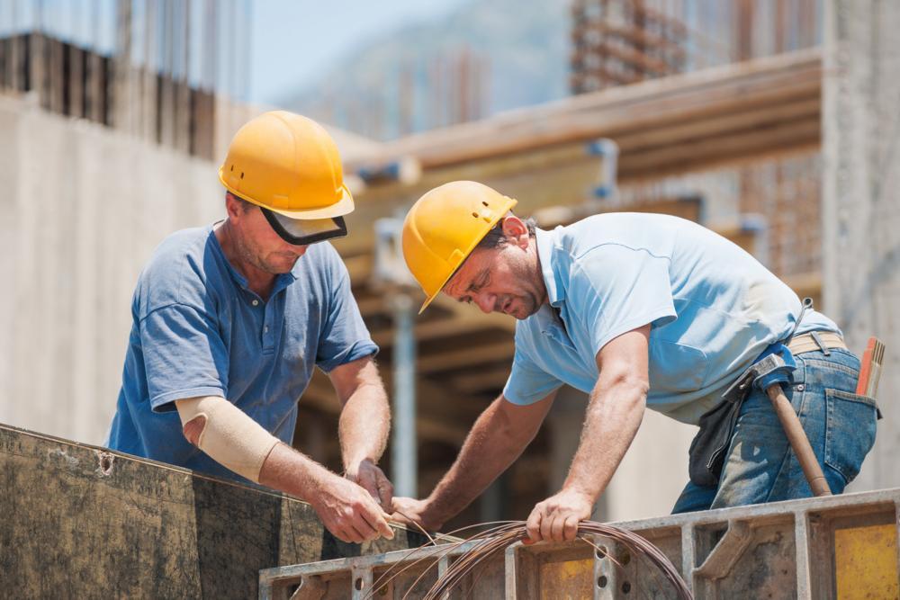 Reguli noi în construcții! Mai puține avize dacă vrei să-ți faci casă și amenzi drastice pentru funcționarii publici