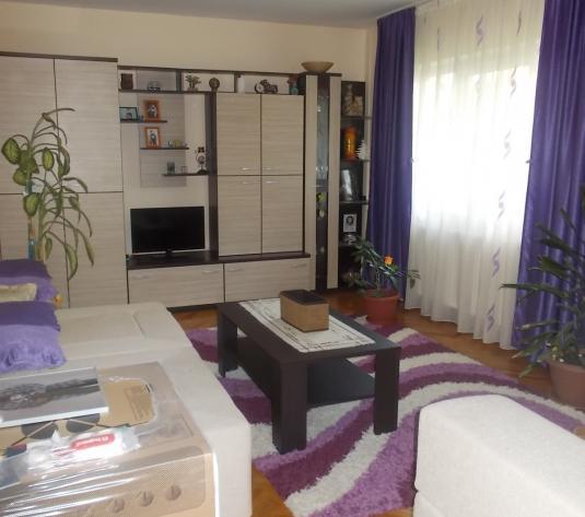 Apartament cu 3 camere Intre Lacuri