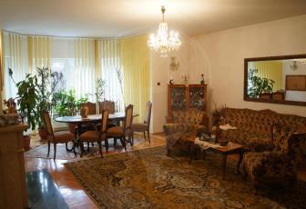 De vanzare Casa 6 camere cu gradina frumoasa zona Andrei Muresanu