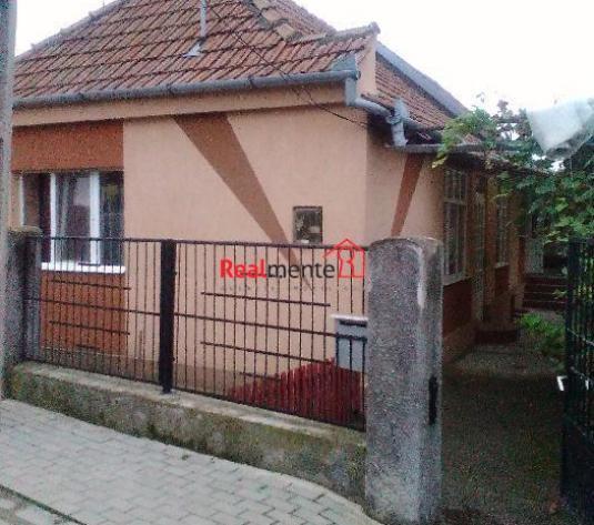 Casa renovata in Galtiu - imagine 1