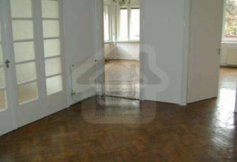 Apartament de vanzare 4 camere in vila