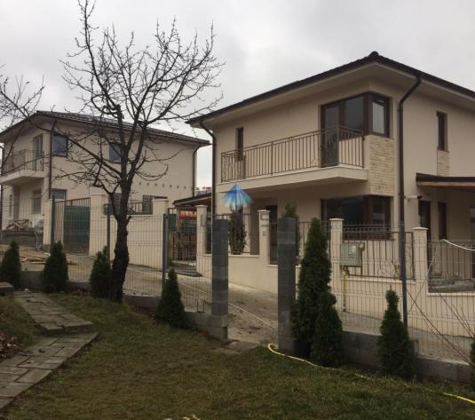 Vila 4 camere de vanzare in Dambul Rotund