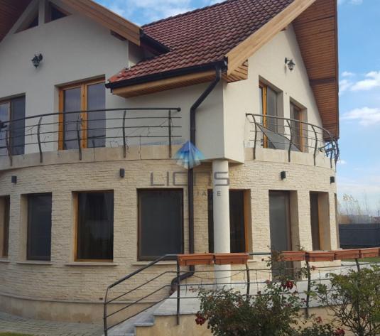 Vila 5 camere de vanzare în cartierul Europa