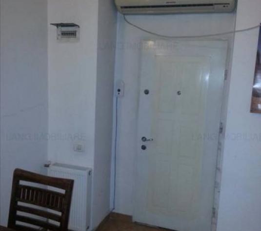 Apartament de vânzare în casa/vila, Zona Central, Arad