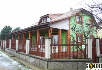 Vand casa in Curtici, 5 camere, teren in suprafata de 1900mp, suprafata construita 200mp, constructie 2002 (ID: 550)