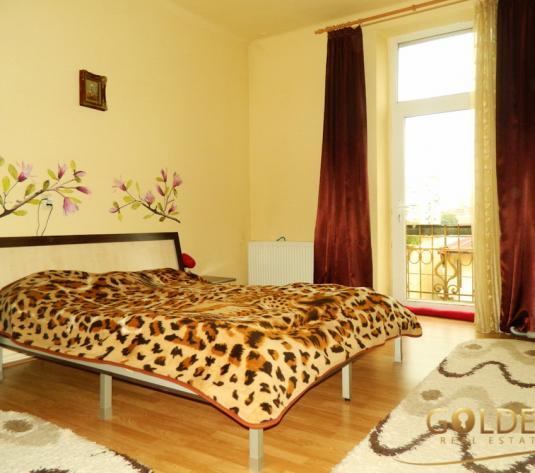 Vand apartament 2 camere la casa, zona Intim, spatios 95 mp, centrala pe gaz (ID: 808)