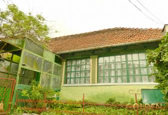 Vand casa din caramida, zona Micalaca, suprafata totala 1400 mp. (ID: 953)