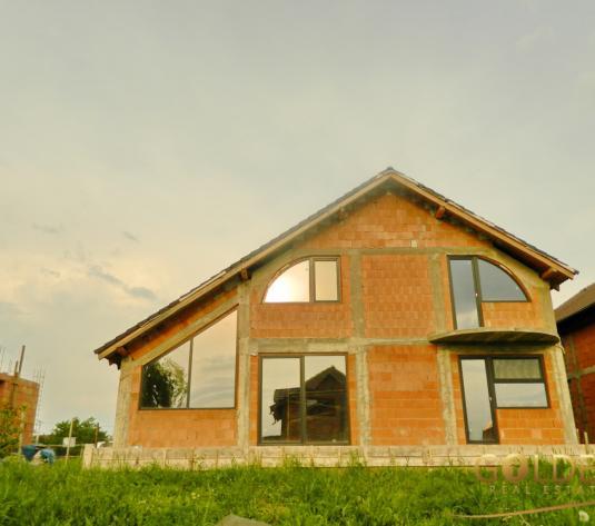 Vand casa la rosu, P+M, cartierul Bujac, suprafata totala 500 mp (ID: 967)