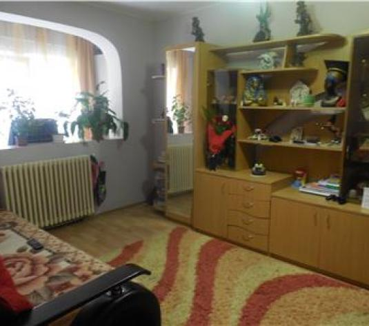 Apartament 2 camere, decomandat, Cetate - imagine 1