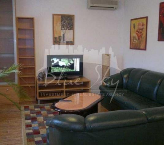 Ultracentral, etaj de vila,apartament 4 camere ( living, birou, 2 dormitoare cu bai proprii), 160 mp. , terasa, in Constanta - Zona Centru