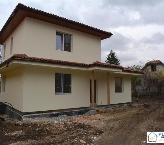 Casa in zona centrala, teren 1250, 2 dormitoare+birou, semifinisata