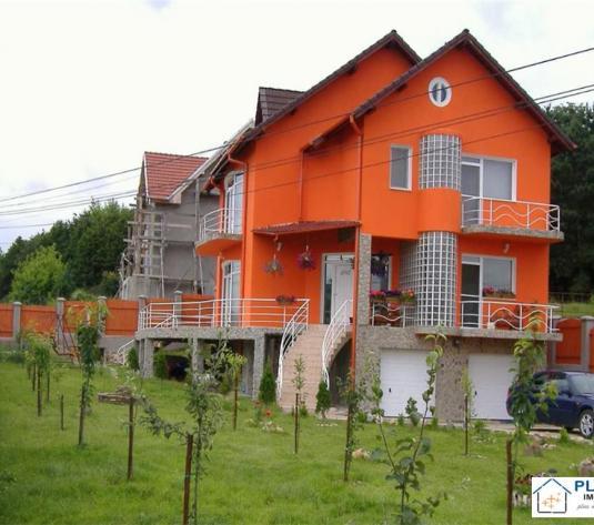 Casa ideala pensiune, 8 dormitoare cu 7 bai, parcari in curte, finisat