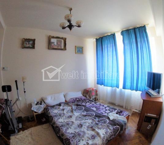 Apartament 2 camere, semidecomandat, etaj intermediar, zona Horea