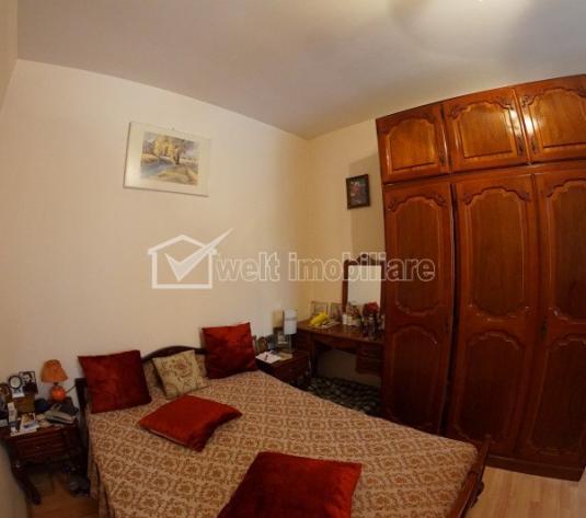 Apartament la casa de vanzare, 3 camere, semidecomandat, zona Centrala!