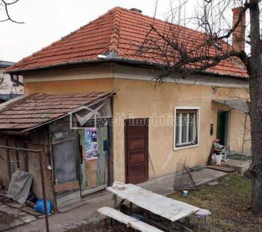 Vanzare casa veche in Andrei Muresanu, teren 1400 mp, front 16 m