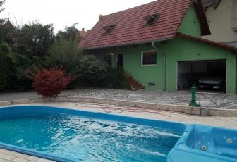 Casa cu piscina in Andrei Muresanu
