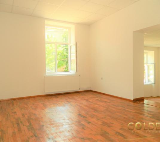 Apartament 2 camere la casa, 82 mp, parter, zona Intim (ID: 1054)