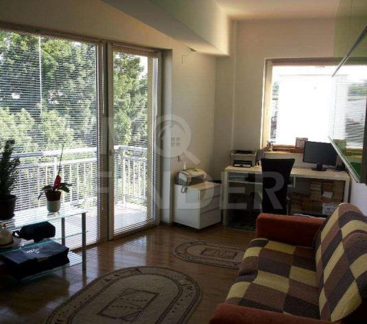 Apartament 3 camere semidecomandat in zona Plopilor