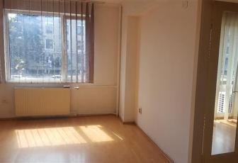 Apartament 3 camere, ultracentral, etaj 1, geamuri la strada