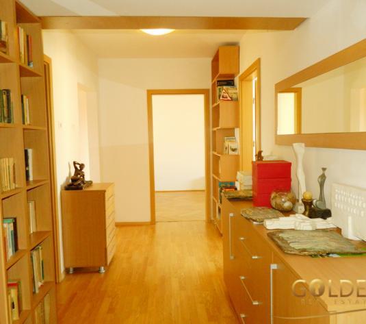 Vand apartament 4 camere, zona Malul Muresului Praporgescu, decomandat, renovat, garaj (ID: 1079)