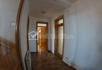 Apartament la casa, 5 camere, curte comuna, Andrei Muresanu!