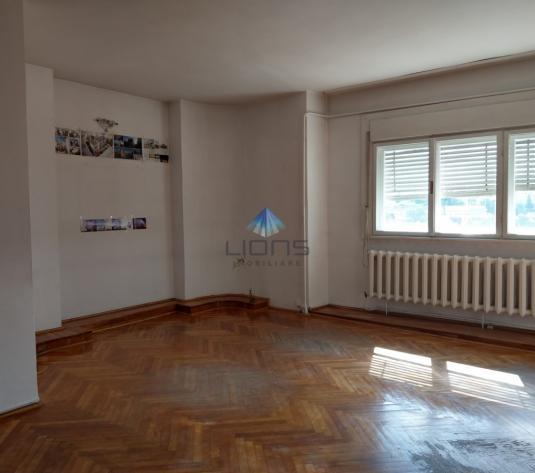 Apartament 4 camere de inchiriat in Centru