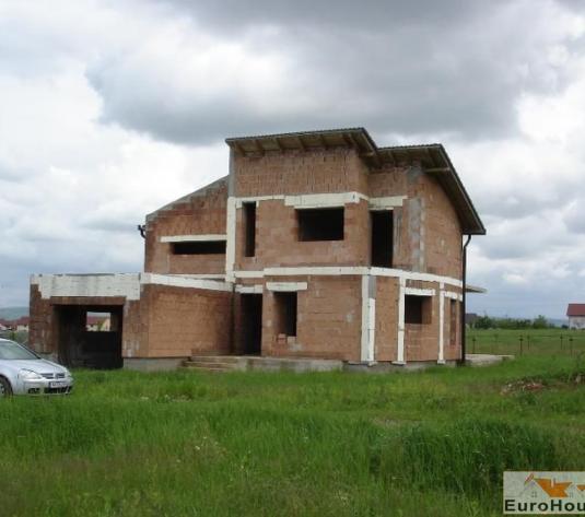 Casa la rosu de vanzare zona Cetate - imagine 1