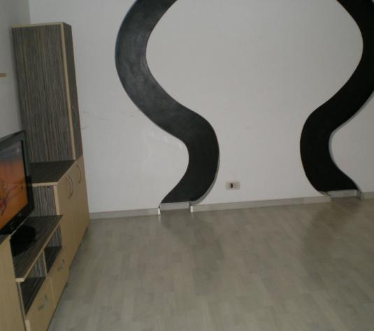 Chirie apartament 3 camere, zona Confectii