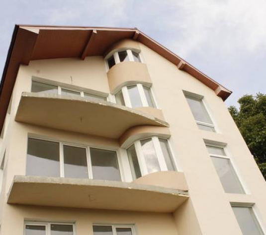 Casă / Vilă cu 7 camere de vânzare în zona Baciu