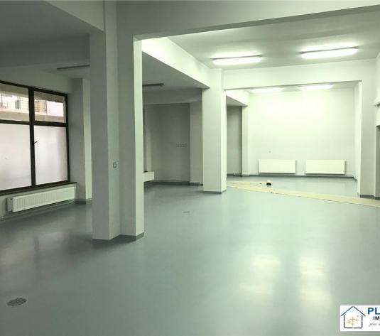 Spatiu comercial 285 mp renovat, 2 intrari, zona intens circulata