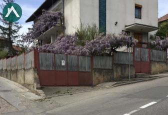 Vand casa de locuit tip vila