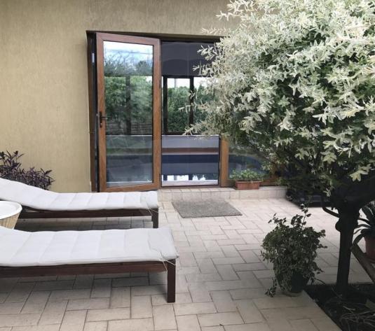 De inchiriat vila cu piscina si gradina amenajata in Buna Ziua