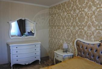 Apartament generos pe 2 nivele cu 5 camere și grădină în Andrei Mureșanu
