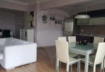 Apartament cu 2 camere si terasa panoramica, bloc semiluna, în Plopilor