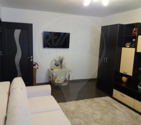 Carpatilor, apartament  3 camere, mobilat, utilat, 2 bai, decomandat - imagine 1