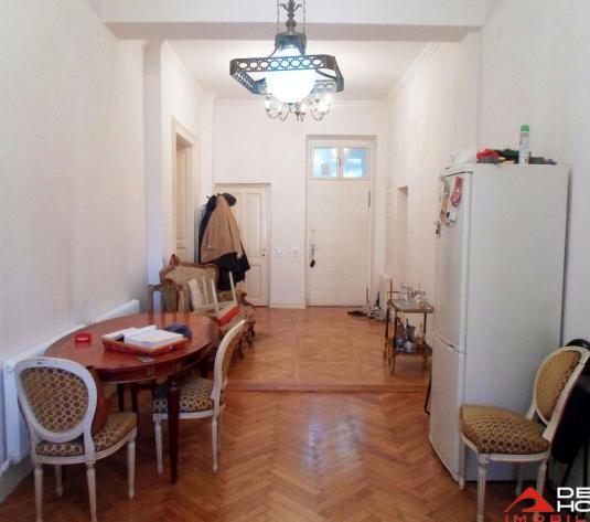 Apartament 115 mp Centru, 4 camere, 4 bai, pretabil investitie