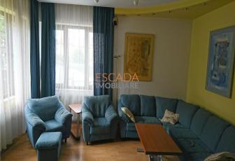 Vanzare apartament 230 mp utili, 50 mp teren, zona Andrei Muresanu!