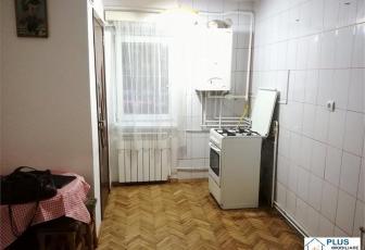 Apartament cu 3 camere, decomandate , Zona Aurel Vlaicu