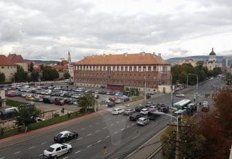 De inchiriat apartament cu 3 camere si terasa de 60mp in Piata Cipariu