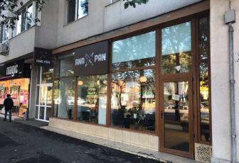 Commercial space for rent, ideal for coffee shop or restaurant