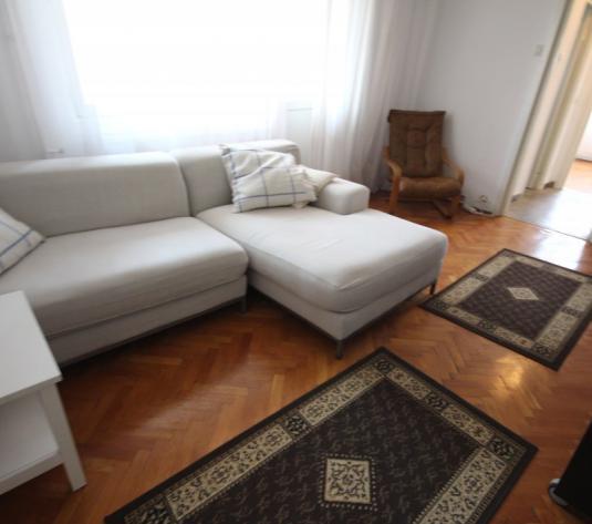 Apartament cu 3 camere de închiriat în zona Cetatii