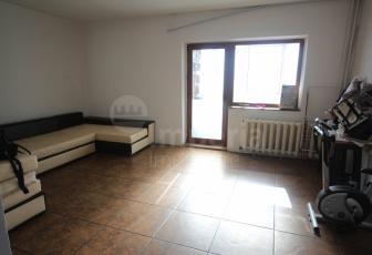 Apartament cu 3 camere in zona Zimbru