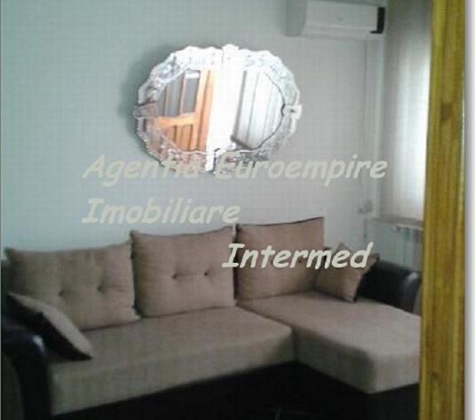 Apartament 3 camere Constanta zona Far