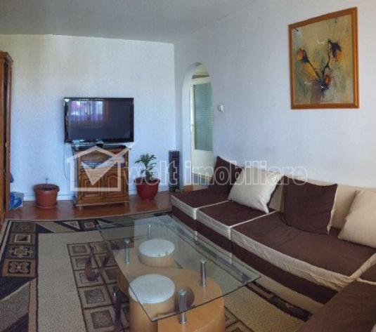 Apartament 4 camere, etaj intermediar, pe Godeanu