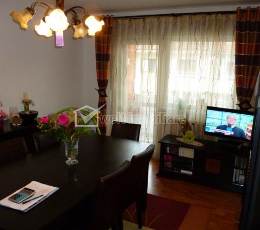 Apartament 3 camere de vanzare, 65 mp, doua balcoane, strada Muresului