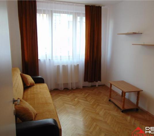 Apartament 3 camere decomandate, Centru, zona Facultatii de Litere