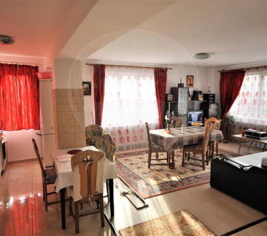 Vanzare apartament cu 3 camere, zona Tractorul - imagine 1