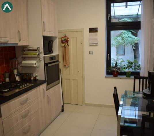 Vand urgent apartament in centru - imagine 1